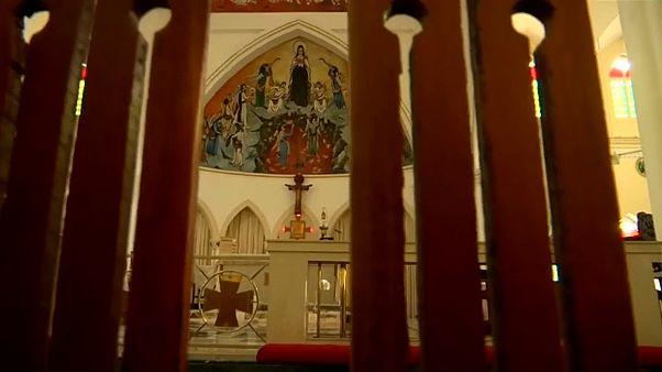 شاهد: السريلانكيون يتجنبون الكنائس تفاديا للموت