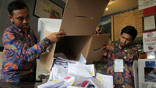 مرگ ۲۷۲ مأمور شمارش آراء انتخابات اندونزی بر اثر فشار کار