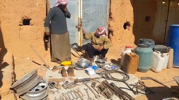 فيديو.. مخيم سوري بجوار قاعدة أمريكية يعاني من الحصار الروسي والحكومي