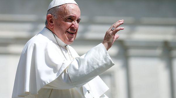 Papa doa meio milhão para ajudar migrantes