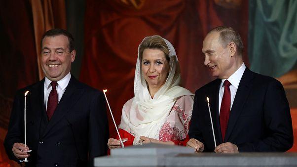 Wladimir Putin in der Ostermesse in Moskau um 23 Uhr Ortszeit