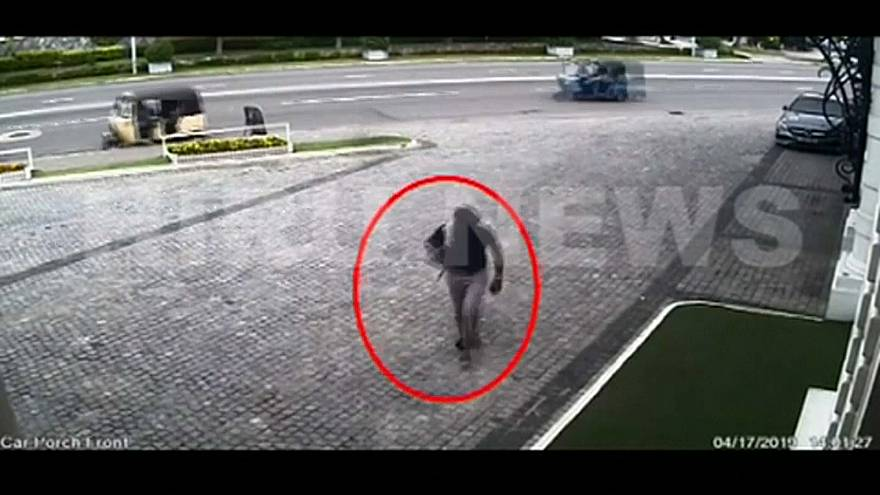 كاميرات المراقبة ترصد حركة أحد الإرهابيين
