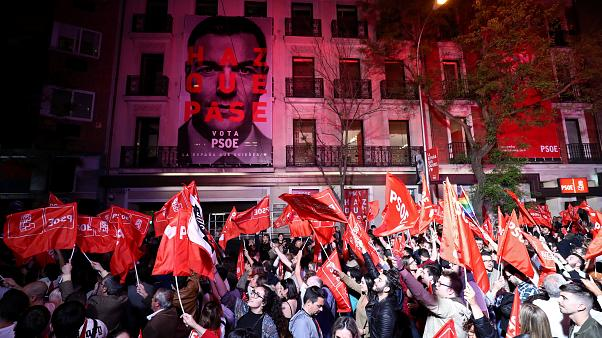 İspanya'da genel seçimleri Sosyalist Parti kazandı ancak parlamentoda çoğunluğu elde edemedi
