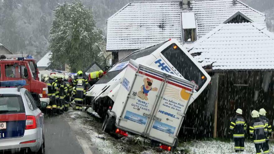 Buszbaleset a havazás miatt