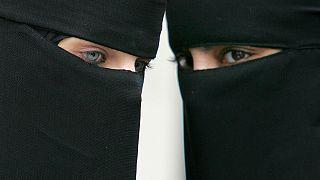 سريلانكا تحظر ارتداء النقاب في الأماكن العامة بعد تفجيرات كولومبو