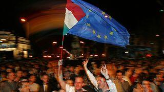 Az EU-csatlakozást ünneplik magyarok 2004. május elsején