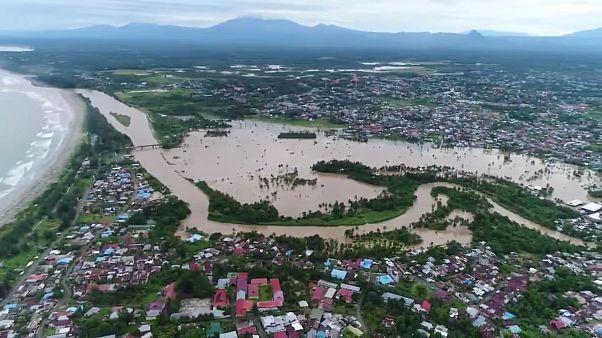 Растёт число жертв наводнения в Индонезии