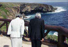 Japan's Emperor and Empress pray at Banzai Cliff in Saipan - 2005