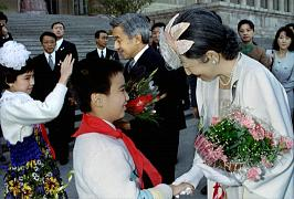 Empress Michiko shakes the hand of a Chinese boy in Beijing - 1992