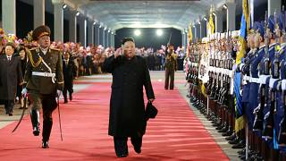 """شاهد: """"استقبال الأبطال"""" للزعيم الكوري بعد عودته من روسيا"""