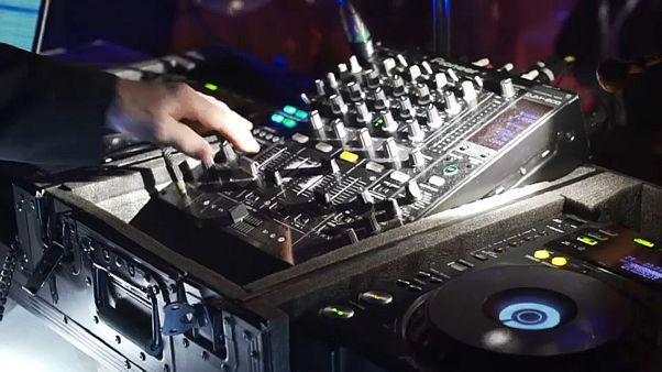 Nichts mit Paartanz: Ü50s beanspruchen ihr Recht auf Party