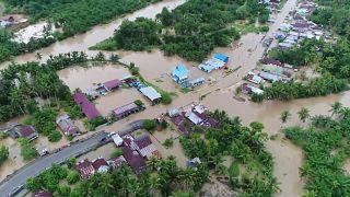 Ινδονησία: Πολύνεκρες πλημμύρες και κατολισθήσεις στη Σουμάτρα
