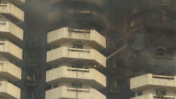 ویدئو؛ ساختمان ۲۱ طبقه در پایتخت فیلیپین طعمه حریق شد