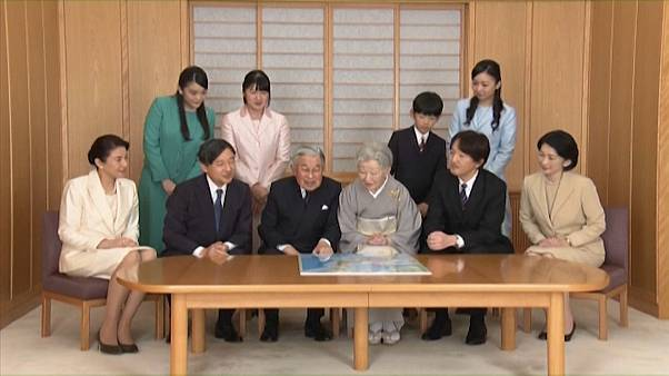 Imperador do Japão abdica do Trono de Crisântemo