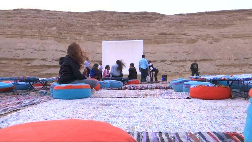 التحضيرات لعرض الفيلم في صحراء مصر