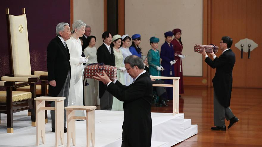 إمبراطور اليابان يدعو من أجل السلام في أخر كلمة له قبل التنازل عن العرش لإلهة الشمس