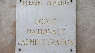 Macron encerra escola da elite francesa