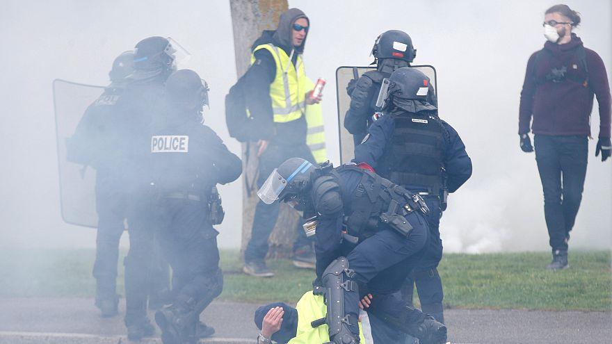 Polise 'intihar et' diye bağıran Sarı Yelekli göstericiye 8 ay hapis, 500 Euro para cezası
