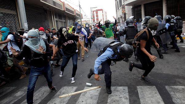 Una manifestación en Honduras se transforma en batalla campal