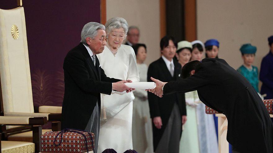Lemondott a japán császár
