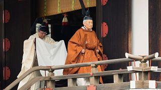 بالصور: إمبراطور اليابان أكيهيتو...مسيرة في السلطة استمرت ثلاثة عقود