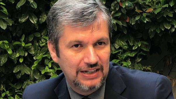 Ákos Hadházy acusa governo da Hungria de desvio de fundos da UE