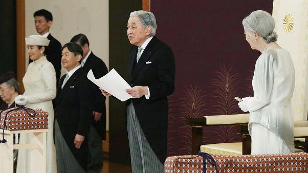 شاهد.. مراسم تنازل وتسليم العرش لامبراطور اليابان الجديد