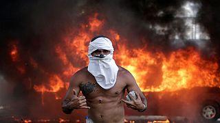 وفاداران به نیکلاس مادورو با هواداران خوان گوایدو در کاراکاس درگیر شدند