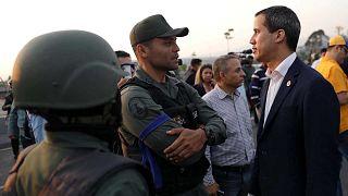 Des militaires vénézuéliens donnent leur soutien à l'opposant Guaido, Maduro dénonce un coup d'Etat