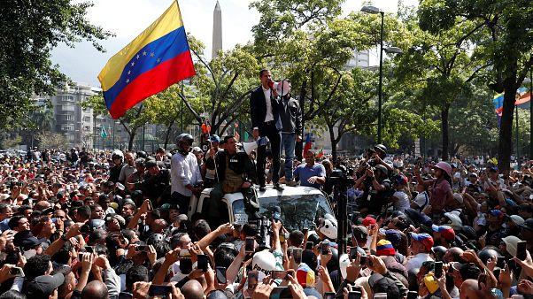 Em Direto: Juan Guaidó apela à revolta militar na Venezuela