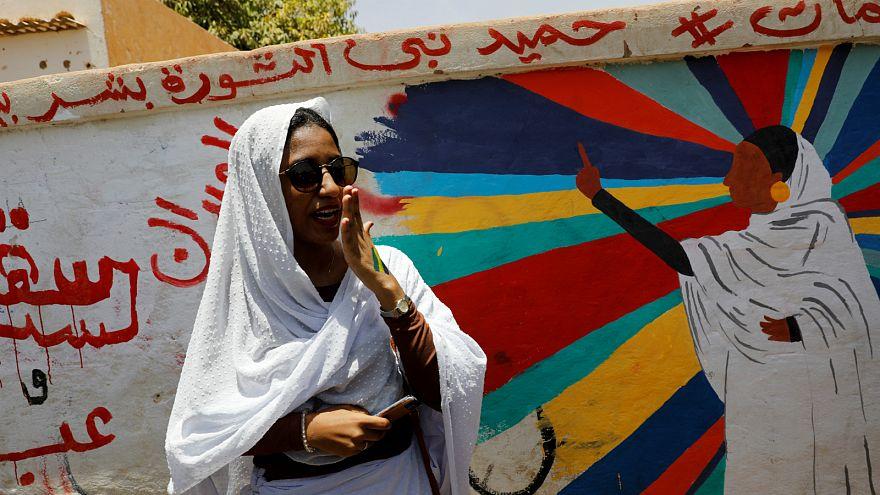 المرأة السودانية تتصدر الاحتجاجات بعد سنوات من القهر