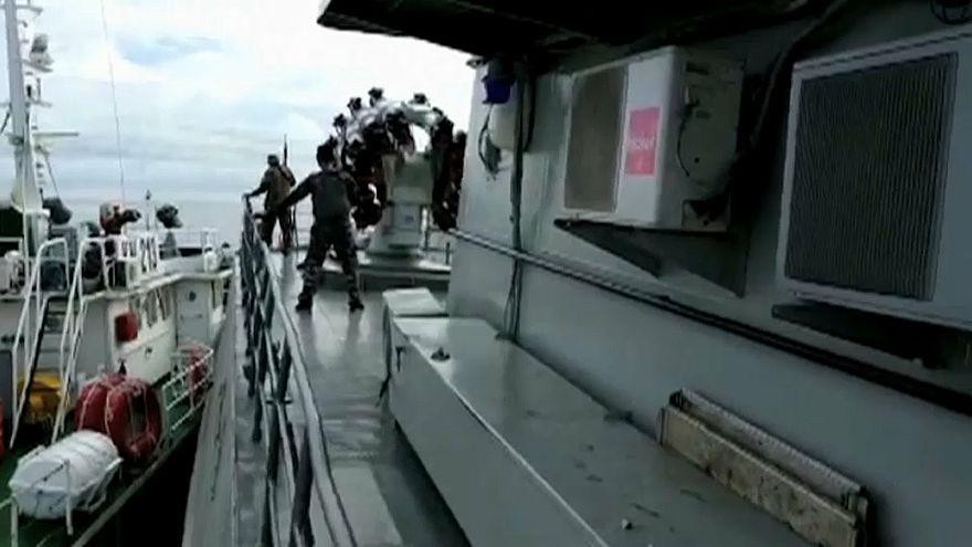 السفينتان في حالة تصادم