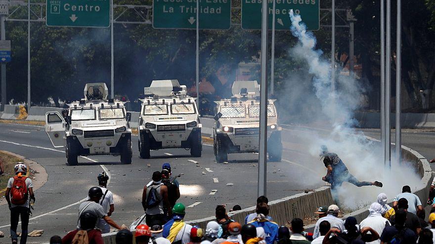 Venezuela Başkanı Maduro'yu devirme girişimine hangi ülke nasıl tepki verdi?