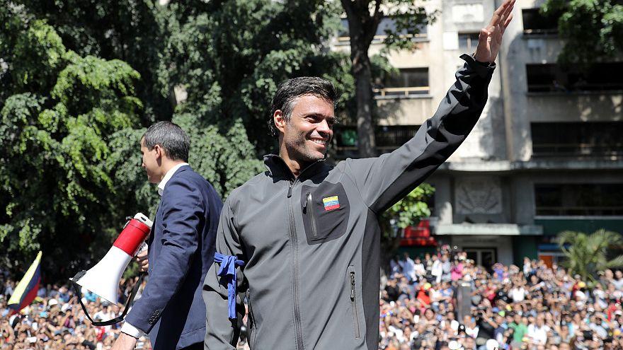 Venezuela'da muhalif lider Lopez'e tutuklama kararı; Maduro'dan askerle güç gösterisi