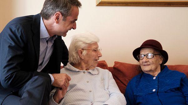 Μητσοτάκης: Μέτρα στήριξης των ηλικιωμένων