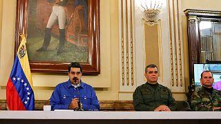 مادورو بجانب وزير الدفاع الفنزويلي