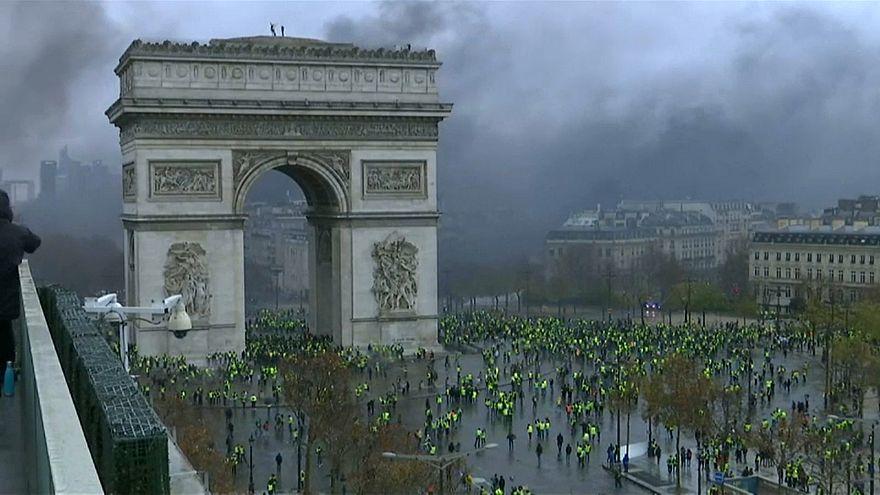 Fransa'da 1 Mayıs Bayramı için Sarı Yelekliler'e karşı yoğun güvenlik önlemleri alındı