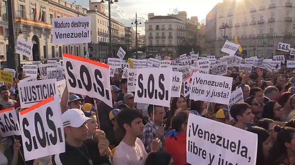 Cientos de venezolanos apoyan a Guaidó en Madrid