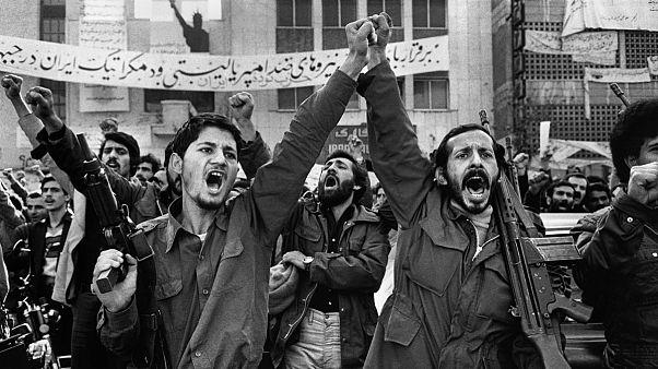 دو استاد علوم سياسی دانشگاه تهران: در ایران انقلاب نمیشود