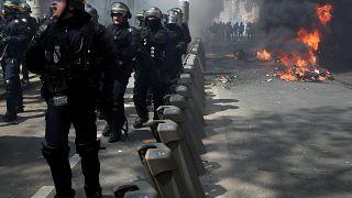 Nem akar több öngyilkos rendőrt a francia belügyminiszter