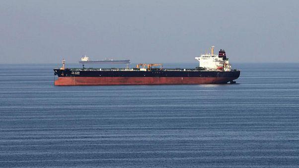 سرگردانی ششماهه یک میلیارد دلار نفت ایران در بندر دالیان چین