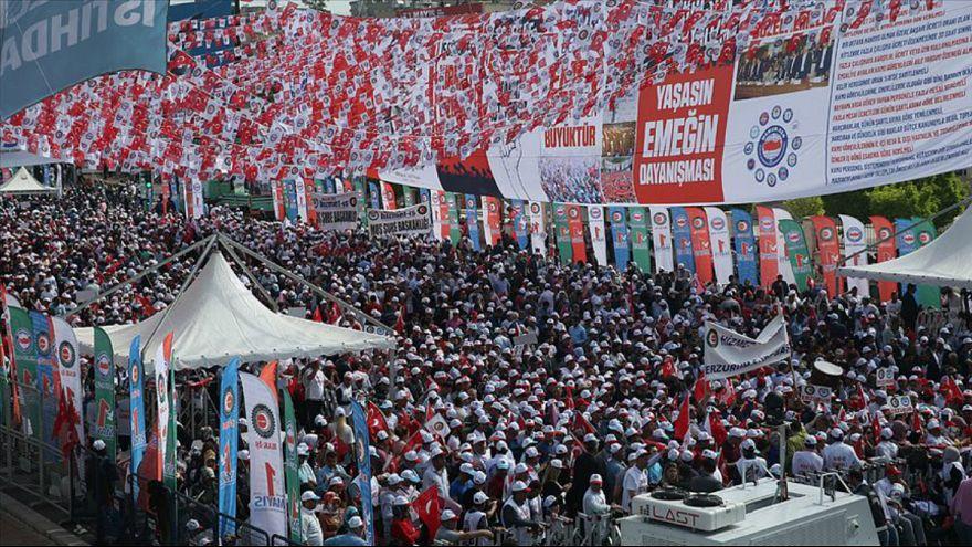 Şanlıurfa'daki 1 Mayıs programına giden minibüs devrildi: En az 5 kişi hayatını kaybetti