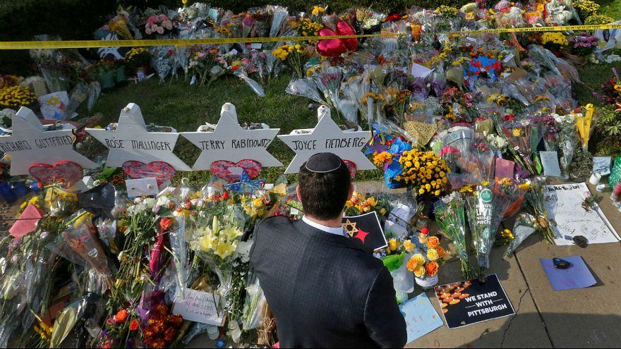 یادبود قربانیان حمله به کنیسه یهودیان در پیتسبورگ آمریکا