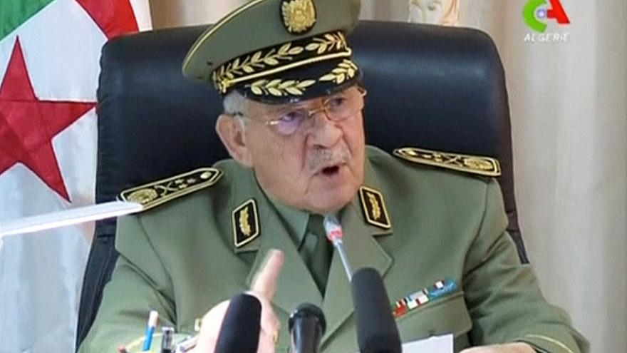 النهار نقلا عن رئيس الأركان الجزائري: الجيش سيعمل على تجنيب البلاد العنف