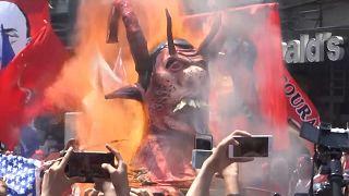 Philippines : un mannequin à l'effigie du président Duterte en flammes à l'occasion du 1er mai
