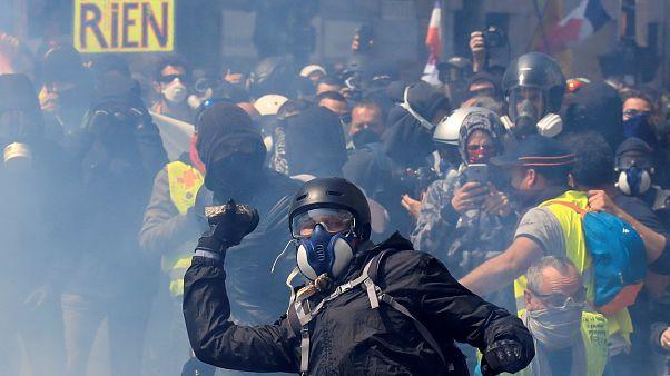Παρίσι: Συγκρούσεις και δακρυγόνα στις πορείες της Πρωτομαγιάς