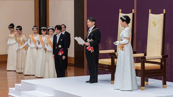 Japonya'da yeni İmparator Naruhito resmi olarak tahta oturdu