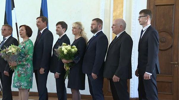 Marti Kuusik bei der Vereidgung, rechts im Bild