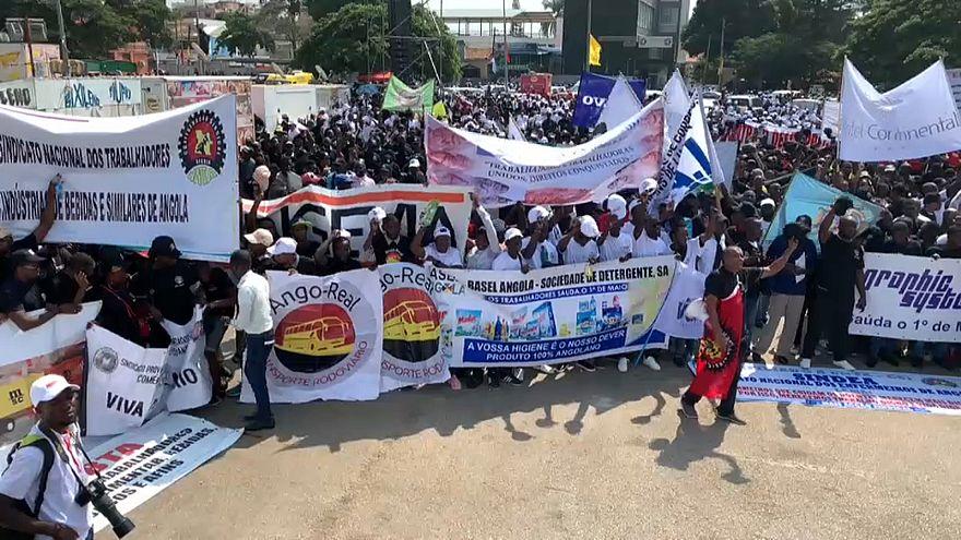 Angolanos desfilam no 1º de Maio com Lei Geral do Trabalho na mira