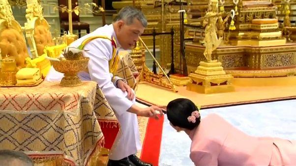 """Maha Vajiralongkorn macht """"Freundin"""" Suthida am Mittwoch zur Königin."""